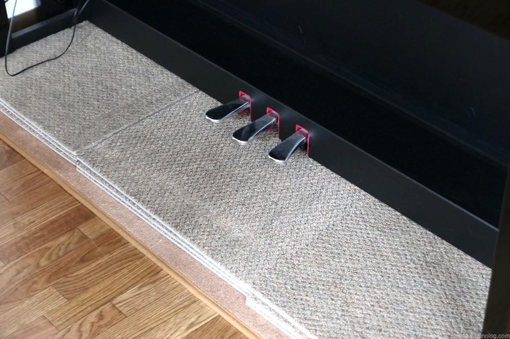 静床ライト ピアノの下に9枚設置
